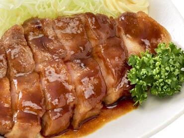 『三重県四日市名物』とんてきの料理写真